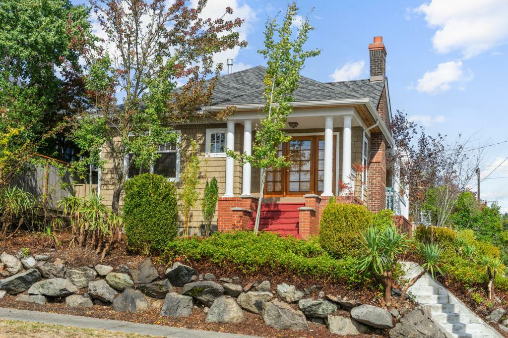 4701 Woodland Park. Ave. N., Seattle, WA - 3,995 USD/ month