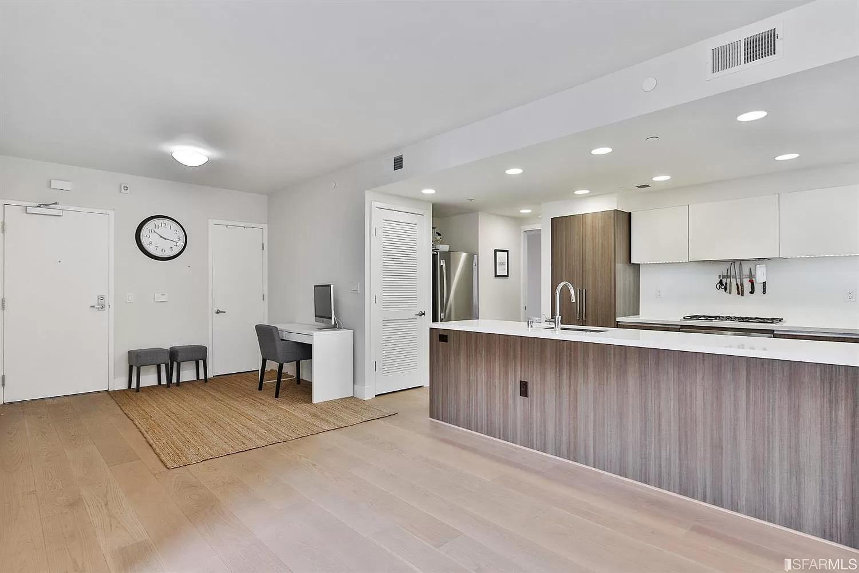 1080 Sutter Street, San Francisco, CA - 5,200 USD/ month
