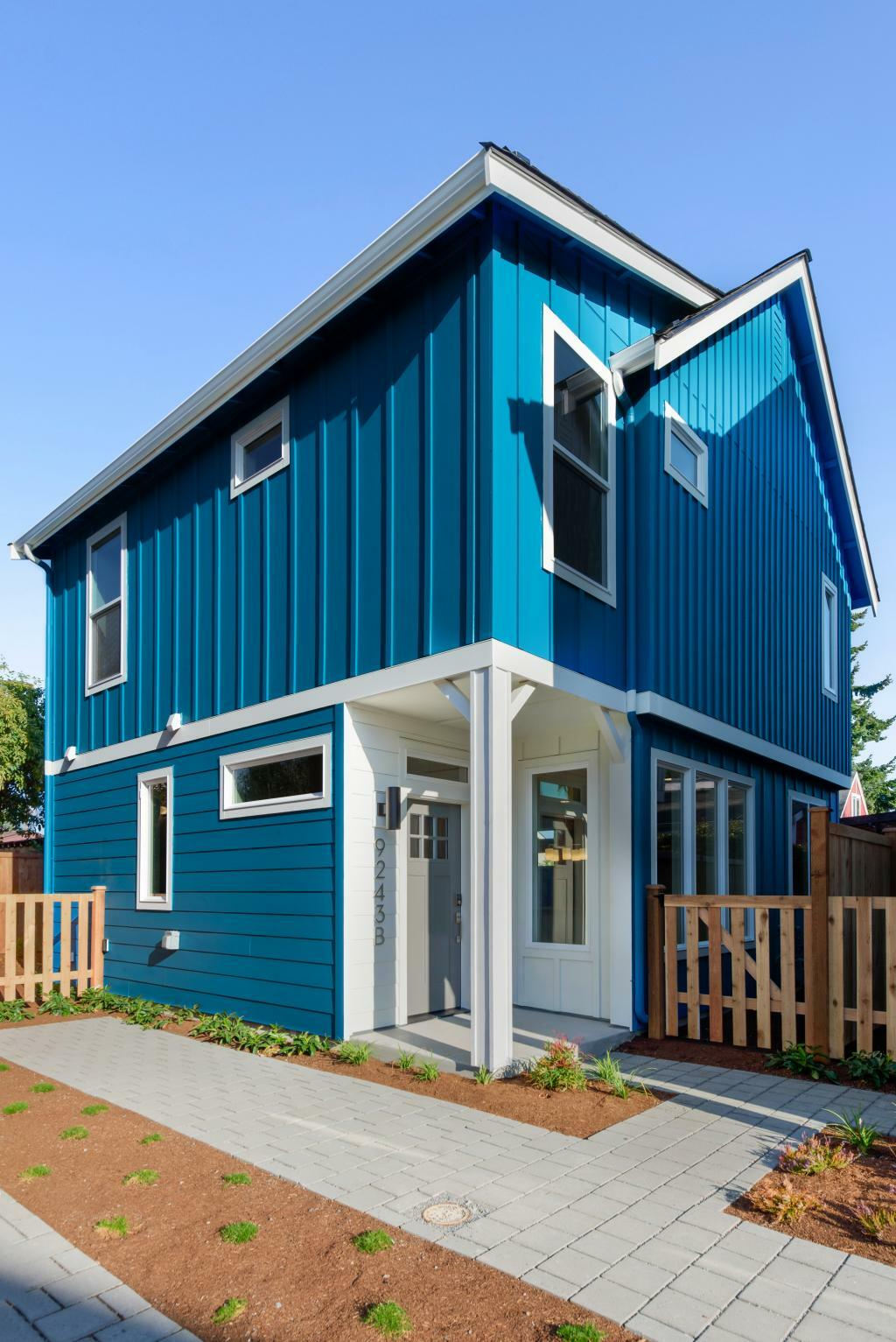 9243 14th Ave NW, Seattle, WA - 4,295 USD/ month