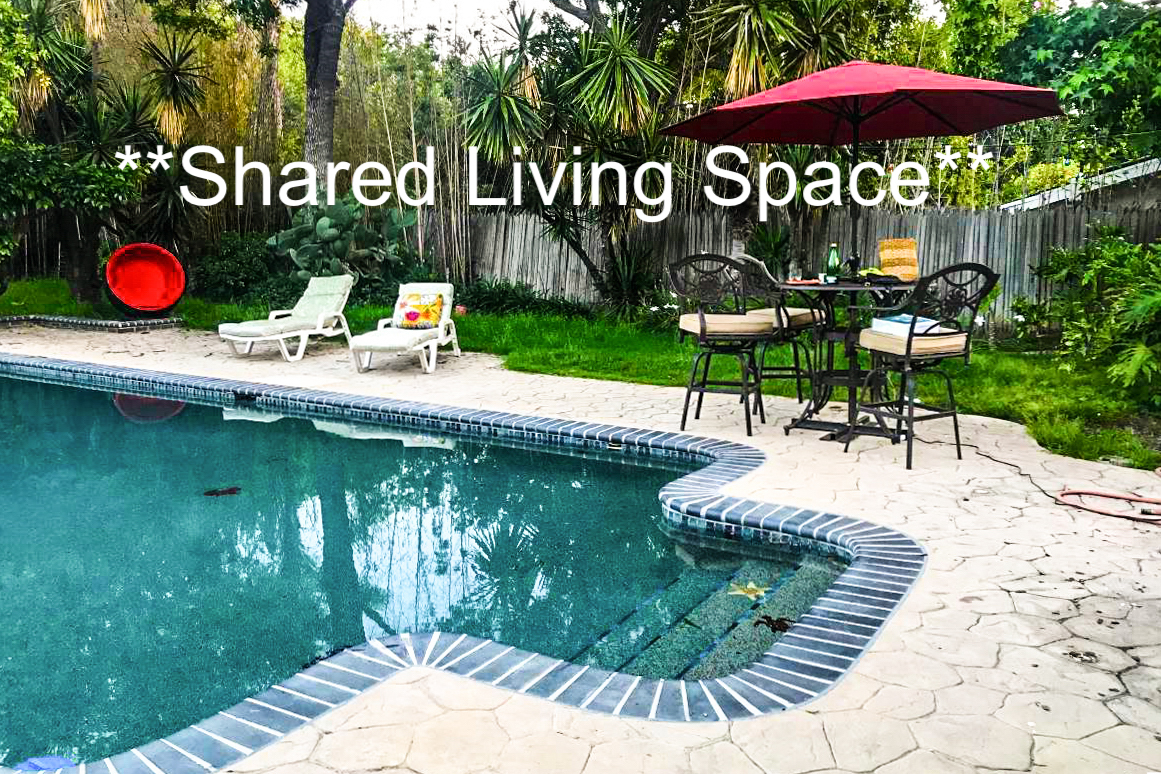 6301 Waring Avenue, Los Angeles, CA - 665 USD/ month